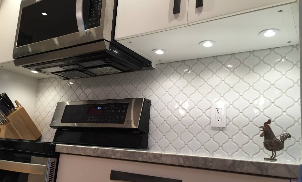 Under Cabinet Lighting LED Or Xenon Tips To Install Them Yourself New Backsplash Lighting