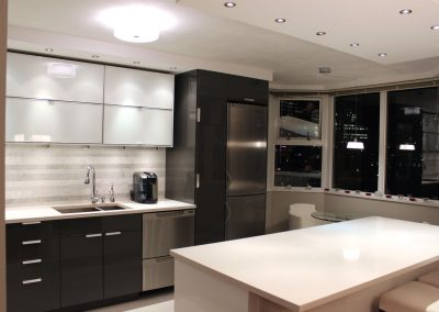 Vancouver kitchen - wide view right (1500W)