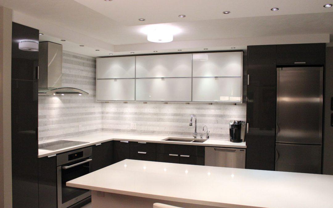 Vancouver kitchen renovation – A monochromatic marvel in False Creek